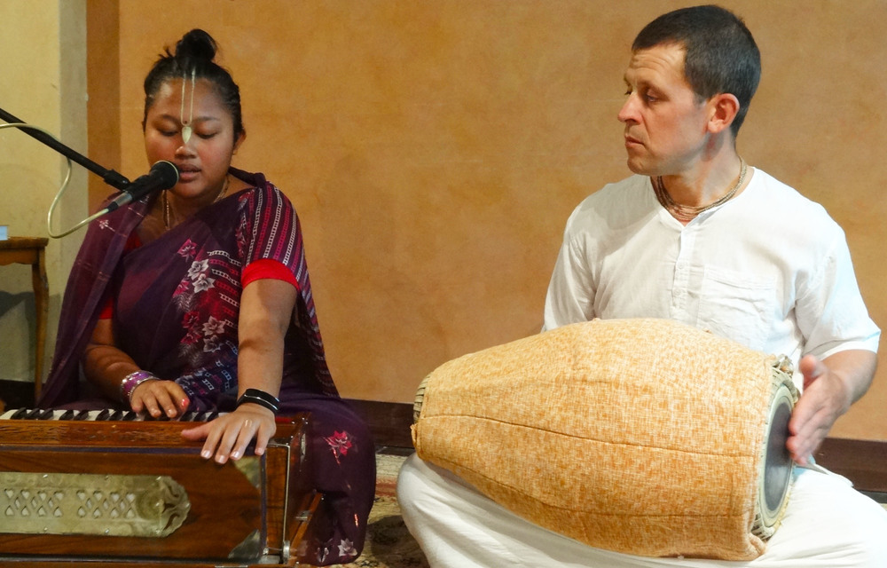 Marita (left) leading kirtan at 'A Night In Sacred India'