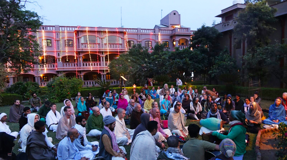 Friends gather together spontaneously for an hour of the finest kirtan with Madhava