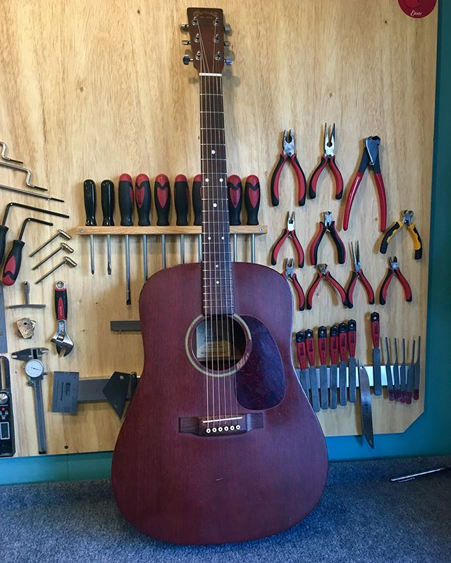 The second recrown of the day, a well played Martin D-15.  Look at those shiny frets! • • Thanks for the work @russellmchargue  #martin #acousticguitar #guitartech #austin #atx #soco