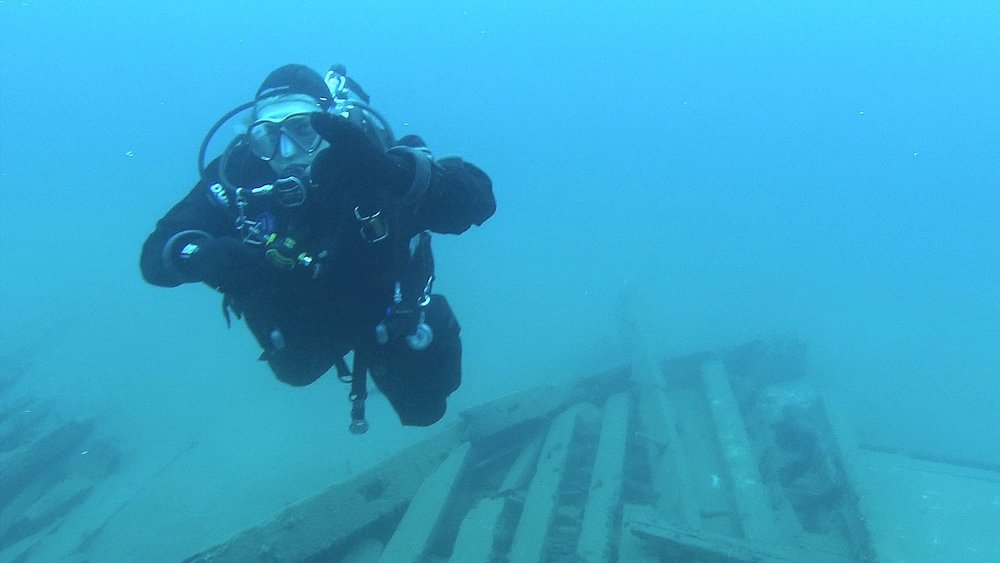 Diving the Carolina Rose in Tobermory, Ontario, Canada