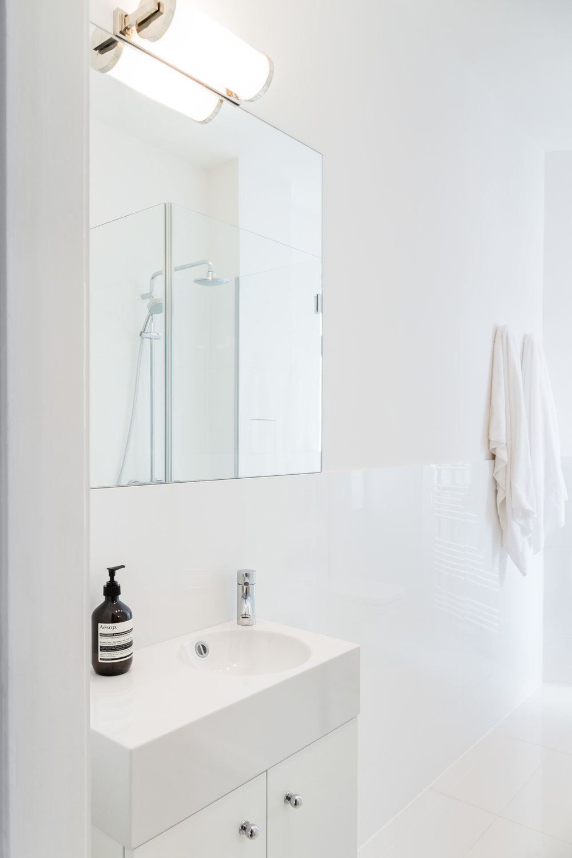 07-White_Arrow-Paul-Lincke-Ufer-Apartment.jpg