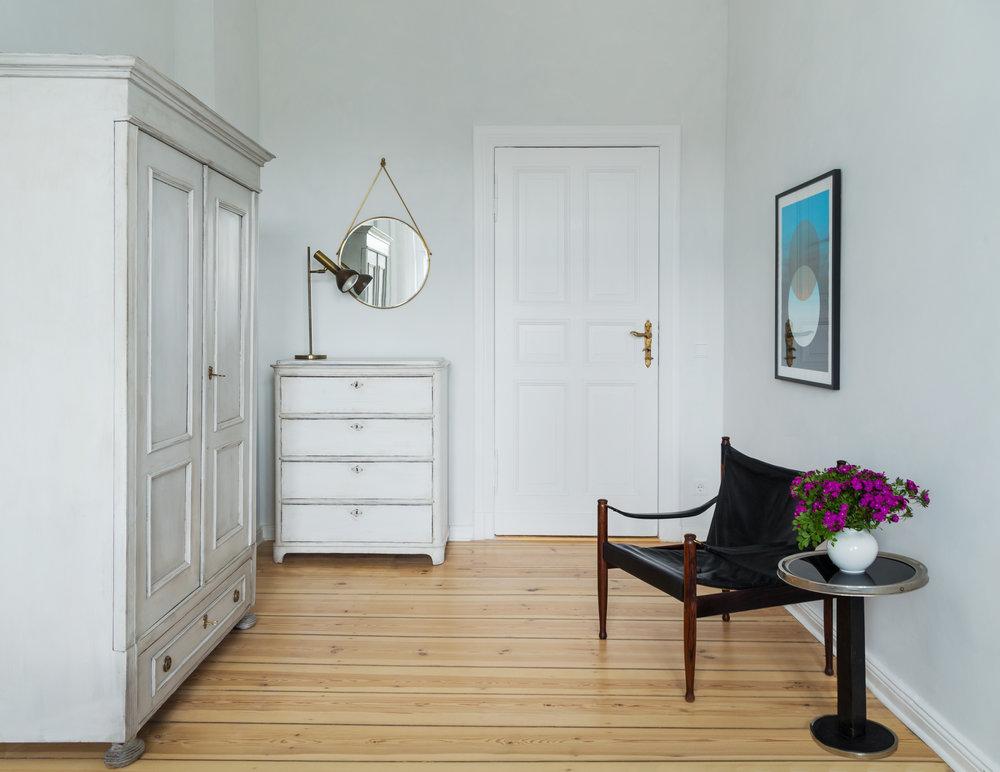 08-White_Arrow-Paul-Lincke-Ufer-Apartment.jpg