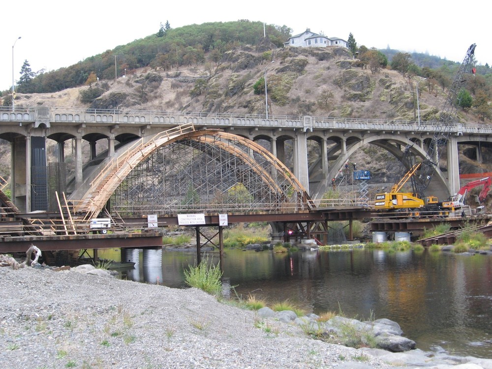 South Umpqua (Myrtle Creek) Bridge - During Construction (2006).jpg