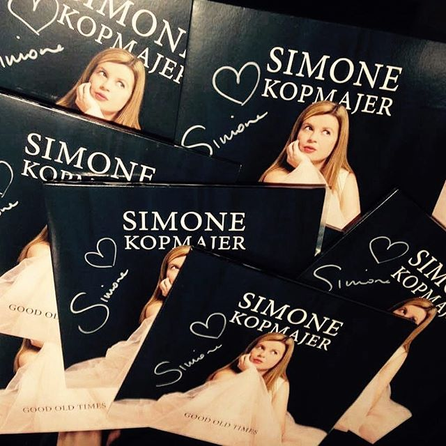 Free shipping for any CD's at the Webshop when you spend 20€ !Order now to receive by #Christmas!! www.shop.simonekopmajer.com