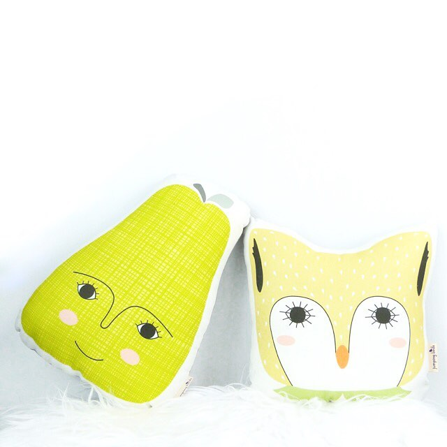 Just two pillow friends hanging out! 😋 Pears and owls make the most unlikely of friends but they sure love each other's company! 💗