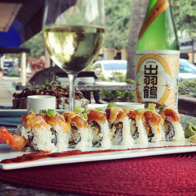 This will make you sweat 💦 just as easy as stepping outside right now.  Spicy Jalapeño Shrimp Roll • shrimp tempura, cream cheese, jalapeño, wrapped with spicy tuna, with chopped jalapeño and spicy mayo drizzle on top, side of spicy kobachi sauce #UmiWinterPark #sushi #shrimp #dinner #spicy #tuna