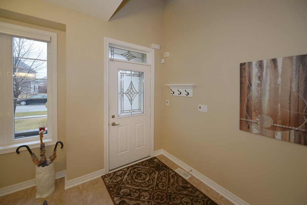 3240_epworth_cres_MLS2084916_HID924933_ROOMfoyer.jpg