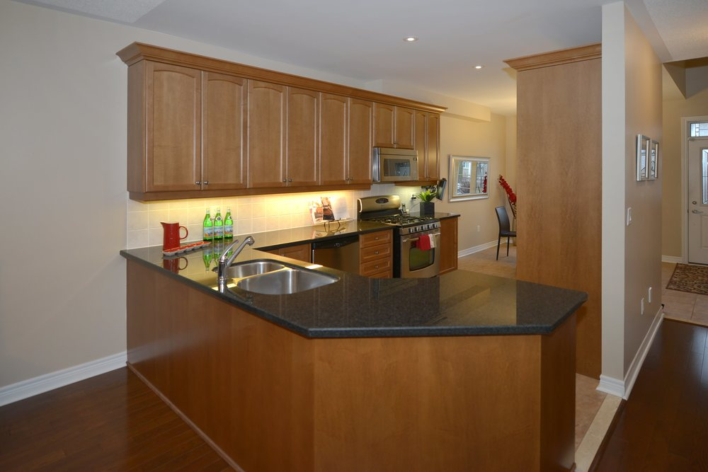 3240_epworth_cres_MLS2084916_HID924933_ROOMkitchen.jpg