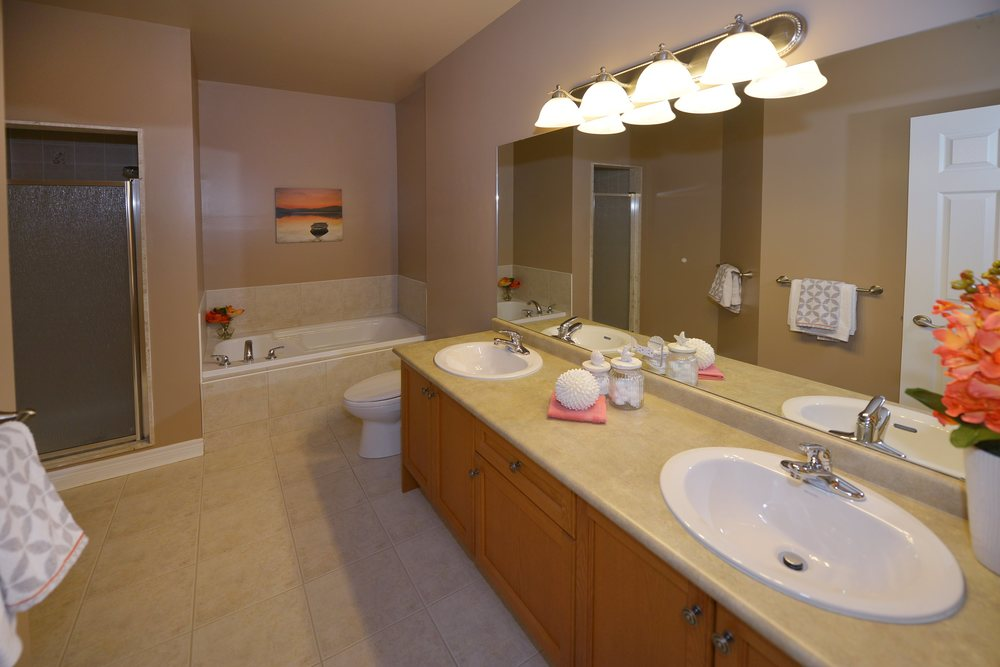 3240_epworth_cres_MLS2084916_HID924933_ROOMmasterbathroom.jpg