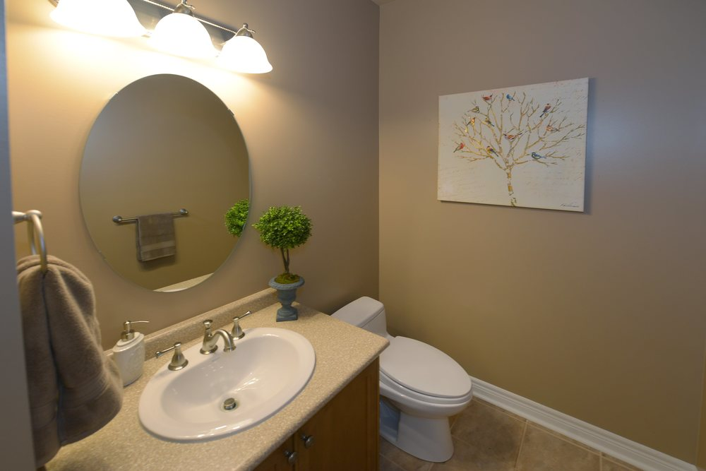 3240_epworth_cres_MLS2084916_HID924933_ROOMbathroom2.jpg