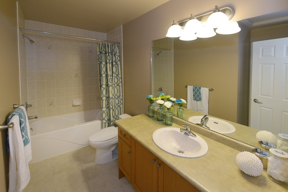3240_epworth_cres_MLS2084916_HID924933_ROOMbathroom1.jpg