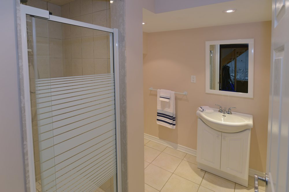 3240_epworth_cres_MLS2084916_HID924933_ROOMbathroom.jpg