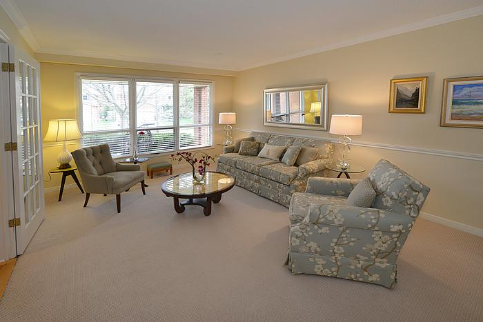 livingroom1_700.jpg