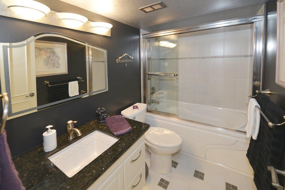 1359_white_oaks_810_MLS_HID1019461_ROOMbathroom.jpg