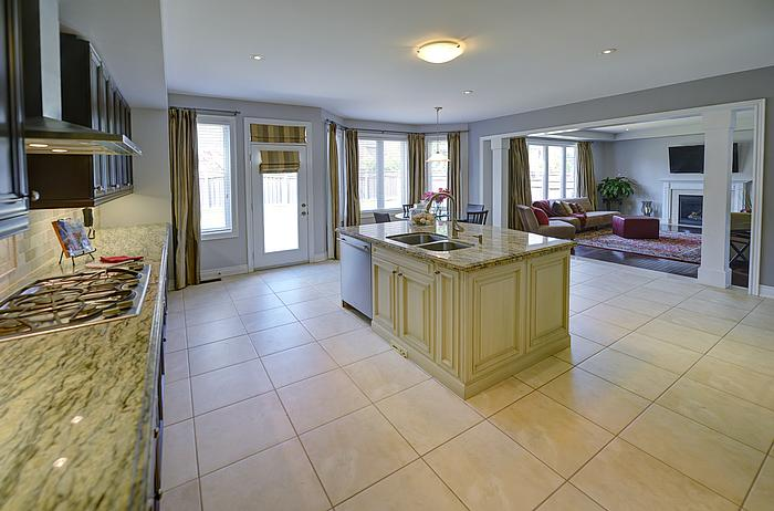 kitchenfamilyroom_700.jpg