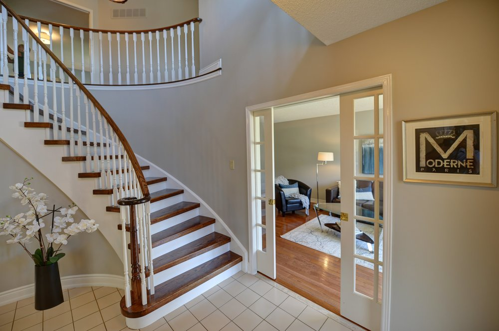 2767_guilford_crescent_MLS30538562_HID1121270_ROOMstairwell1.jpg