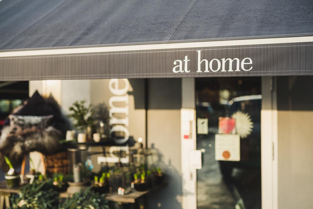 Hos At home i Oslo får du interiørtips, klesnyheter og design til hjemmet fra merker som Muubs, Baum und Pferdgarden, Fleischer Couture, Molton Brown og mer enn femti andre merkevarer.
