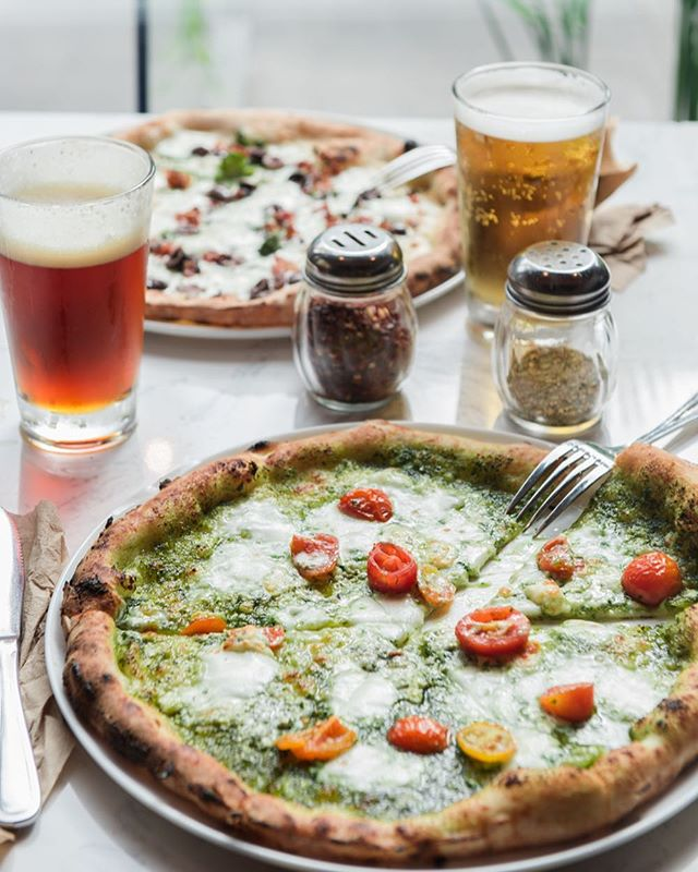 Don't miss out! Across LA after 10pm daily, we offer a two topping pizza with any base and a glass of draft beer for $12.99 🍕🍺 #800Degrees