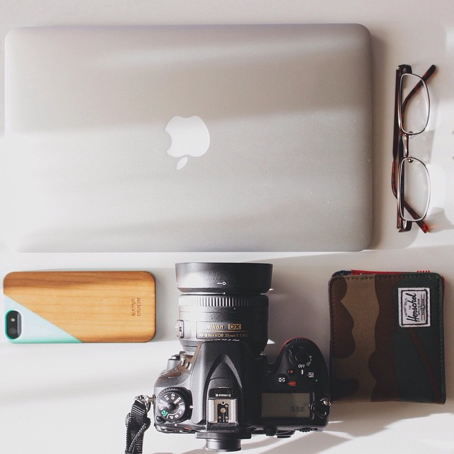 Laptop & Phone & Glasses & Wallet & Best of all, Camera! Ampersand everywhere on these essentials! PC: @jaybuezo