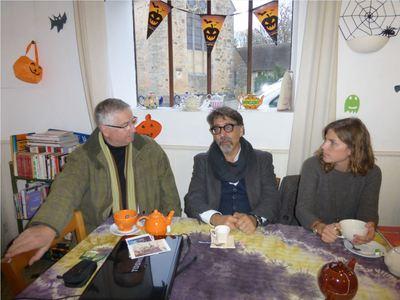 meeting at the Café Associatif in Asnières (from   Asnières-sur-mon-blog  )