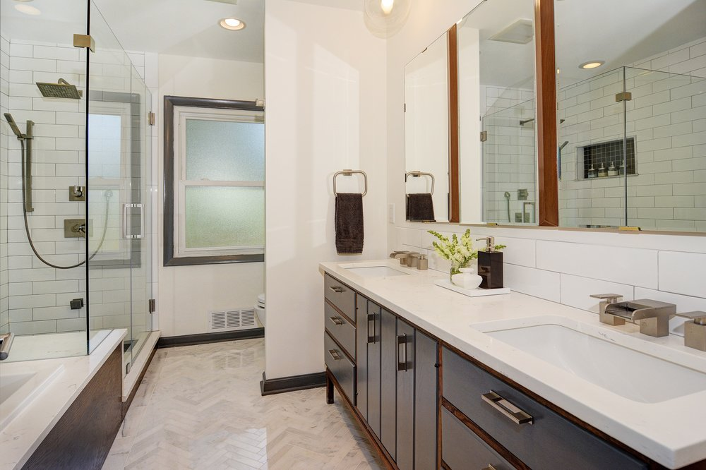 015_Master Bathroom.jpg