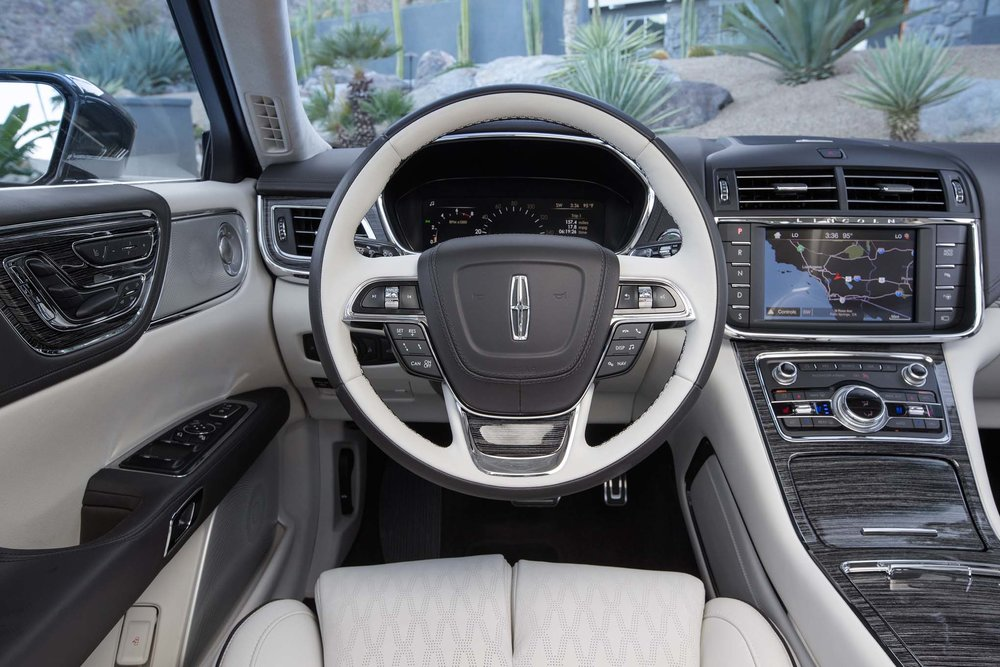 2017-Lincoln-Continental-30T-AWD-cockpit.jpg