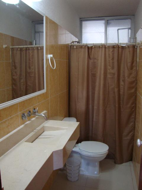 17-BATHROOM.JPG