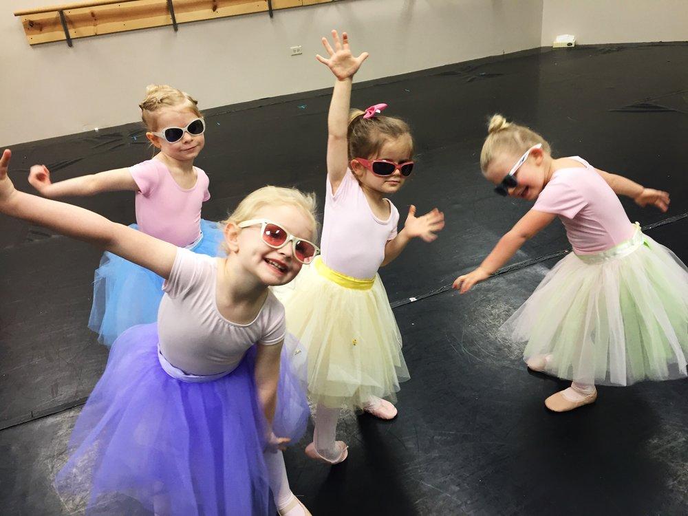 2016_summer_beginning_ballet_class (1).JPG