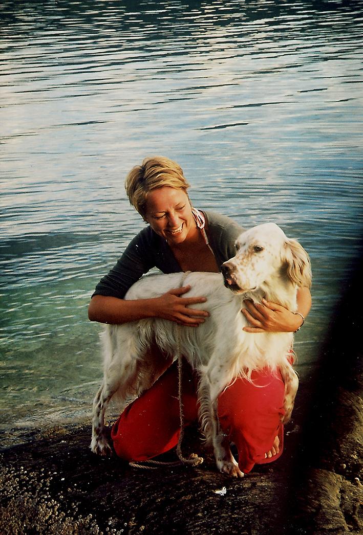Lite visste jeg om hva som lå foran meg sommeren 2004. Her er jeg blid, smilende og funksjonsfrisk sammen med en av pappas engelsk settere