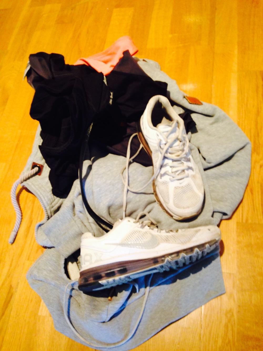 Nok en dag med treningsklær, som blir kastet på gulvet etter timen. Jeg må sove.