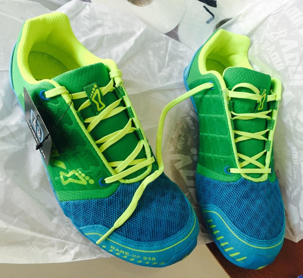 Jeg har skiftet ut mine rosa og hvite Nike-joggesko med disse fargerike Zero Drop-joggeskoene!