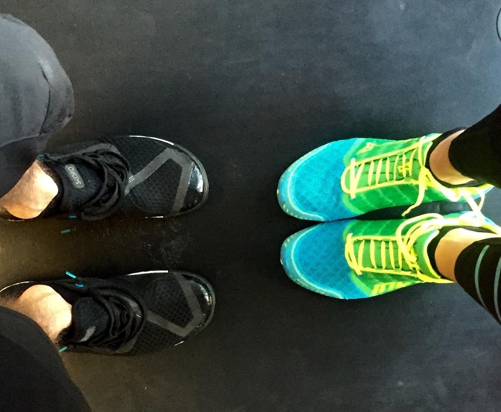 Forbildet for mine Zero Drop-joggesko til venstre. Meg og mine til høyre.