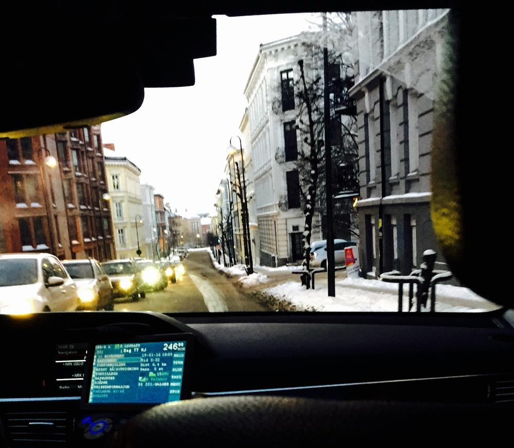 Jeg bruker hyppig mitt TT-kort når snøen har lagt seg, og tar taxi både til jobb og psykiater. Jeg føler meg mer som en slagpasient, mindre som en slagrammet.
