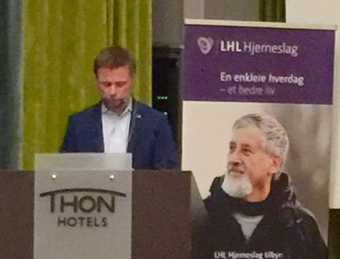 Helseminister Bent Høie på talerstolen til LHL Hjerneslags offisielle lansering.