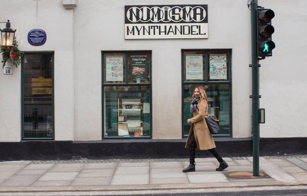 I godt driv ned Prinsens gate i Oslo, på vei fra jobb til frisør. Det er Sindre Nordengen som har skrevet det firesiders lange intervjuet i denne ukas  Alle  rs . Fotografiene er tatt av Ellen Jarli.