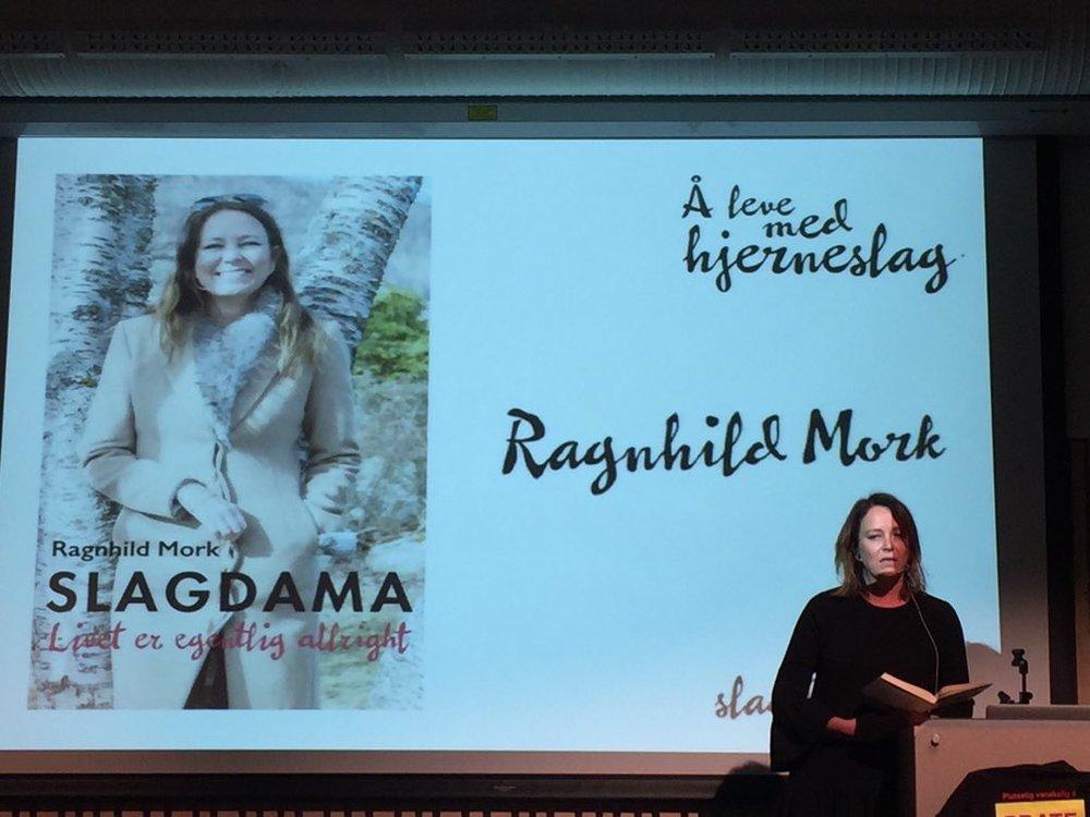 På talerstolen foran en lydhør forsamling, denne gangen i Rakkestad. Foto: Tommy Skar.