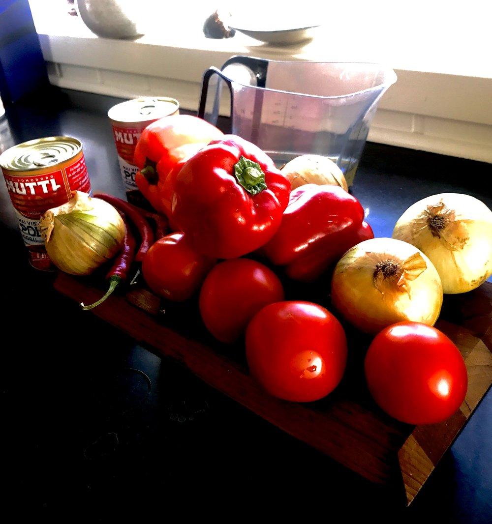 Alle ingrediensene er stablet opp! Unntatt klippfisken.