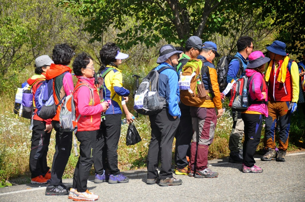 Koreans are all about neon hiking gear