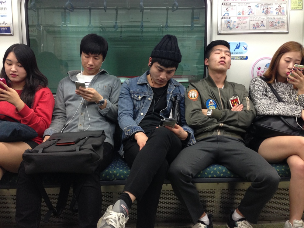 Aside from one sleeping man, I was surrounded by smart phones.