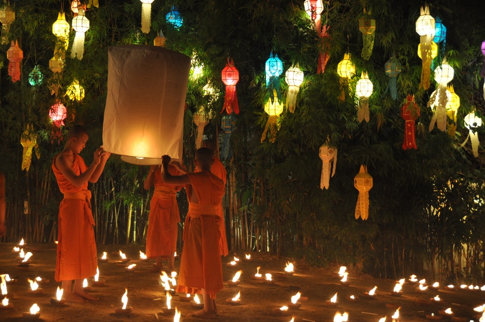 Young Monks Releasing Sky Lanterns at Wat Pan Tao Lantern Ceremony: Unique Things to do in Chiang Mai