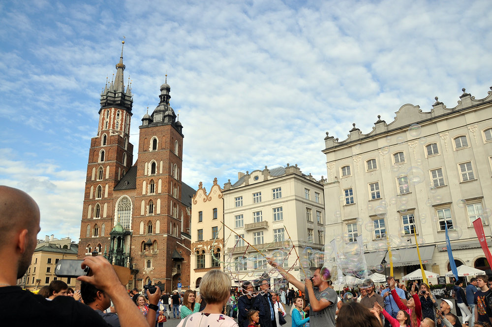 Things to do in Poland Krakow Rynek Główny St. Mary's Basilica