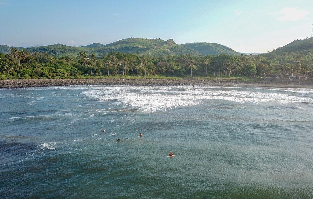 Surfers El Tunco El Salvador
