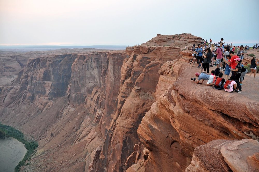 Horseshoe Bend crowd travel photography tips