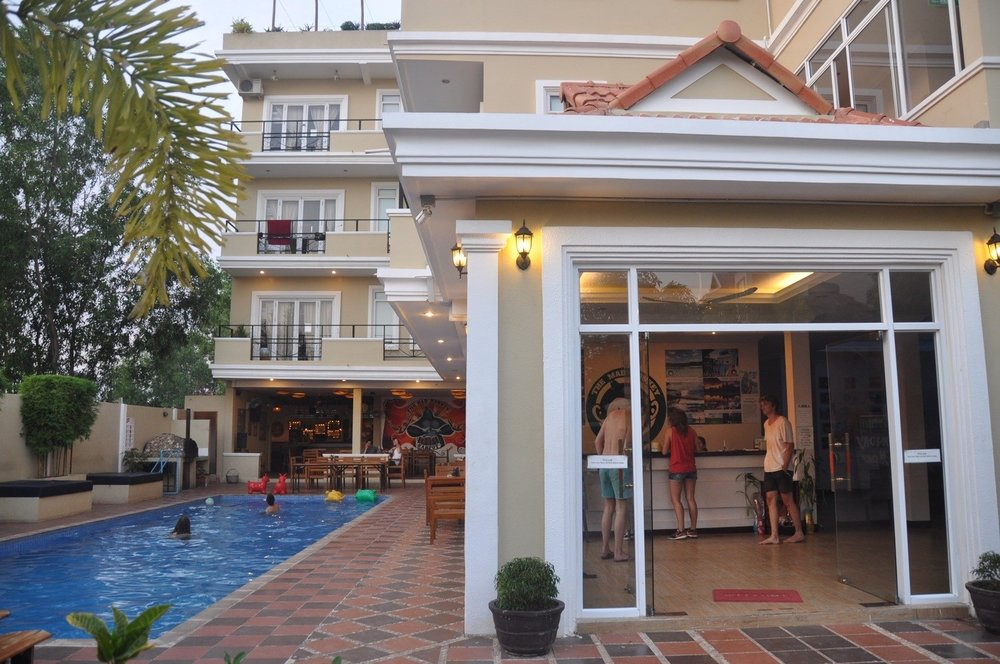 Mad Monkey Hostel Kampot Pool