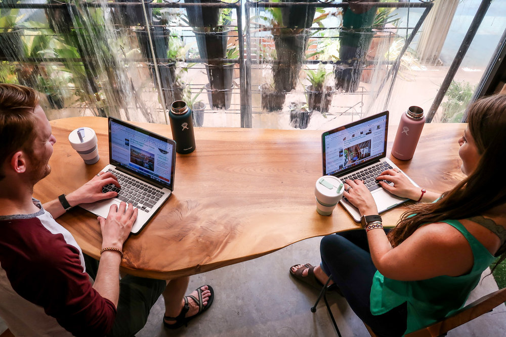How to Start a Travel Blog Working on Laptops