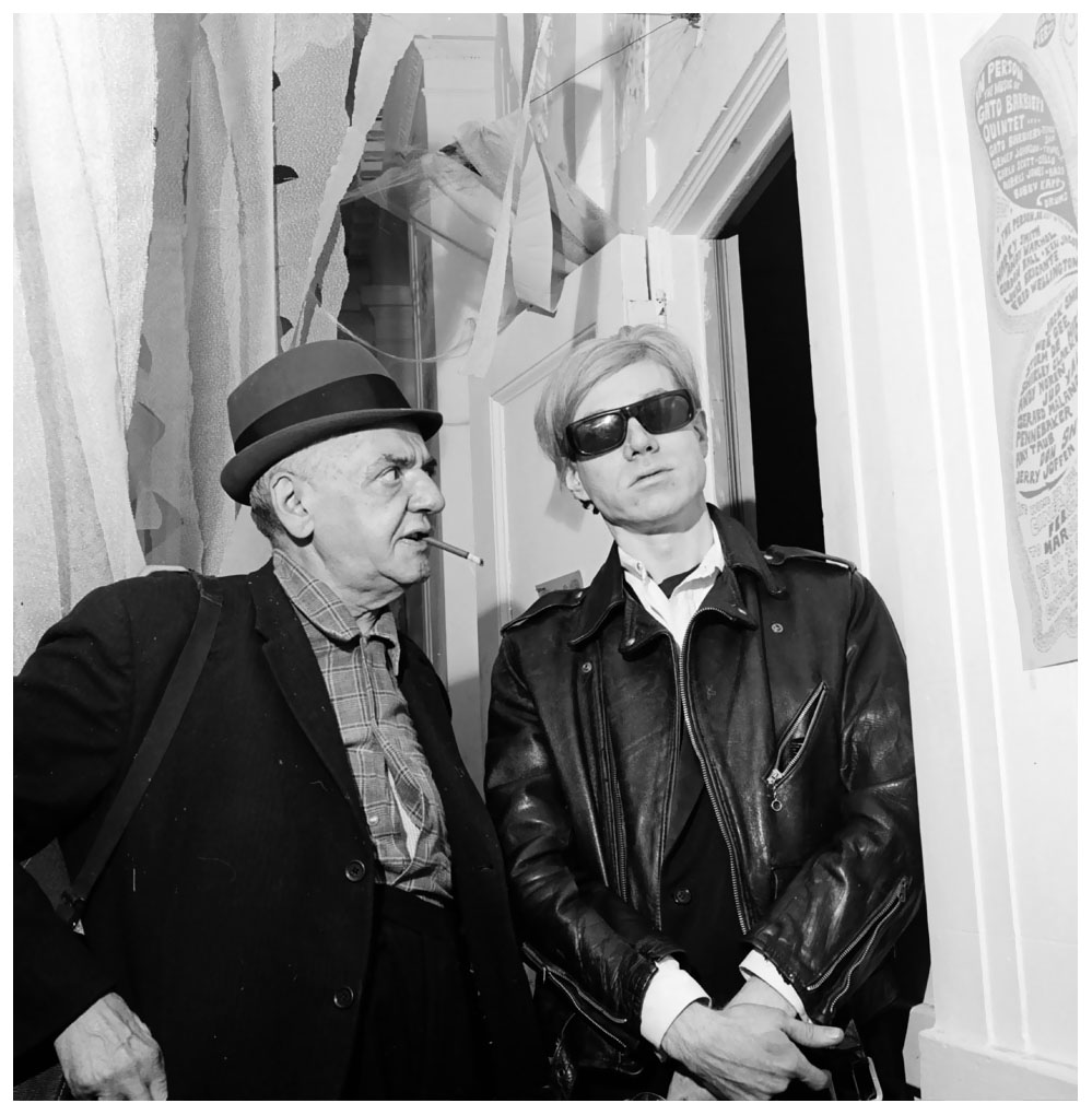 circa 1960:  American photographer Arthur 'Weegee' Fellig (1899 - 1969) with pop artist and film-maker Andy Warhol (c.1928 - 1987).  (Photo by Weegee(Arthur Fellig)/International Center of Photography/Getty Images)
