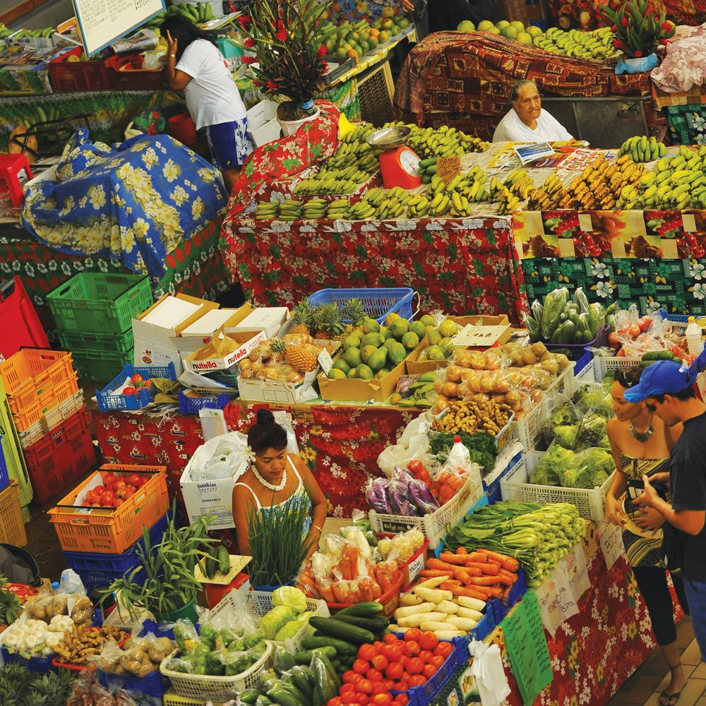 walking-papeete-fruit-market.jpg