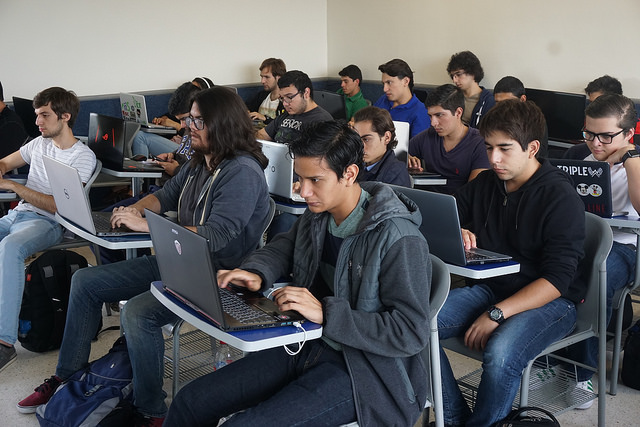 An open teaching practice incorporates students as part of a community where collaborative learning is fostered and cross-curricular skills in written and oral communication are developed. In addition, online publications related to the contents of the courses are encouraged, allowing students to develop their own digital portfolio. - Photo: Ken Bauer