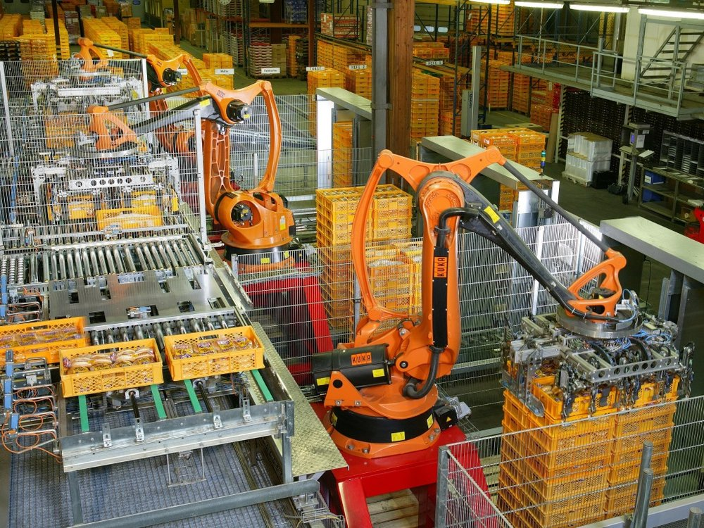 Universities will play a key role in the ongoing training of the workforce, and the need for new educational models and new types of credentials will be increasingly evident. - Photo: KUKA Roboter GmbH, Bachmann.