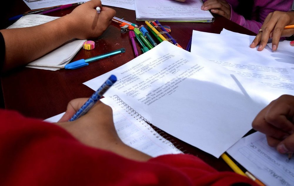 The innovation behind Redes de Tutoría consists of a fundamental change in the pedagogical system: the teacher is not the only source of knowledge in the classroom because each student has the capacity to learn and to teach their peers. - Photo: Redes de Tutoría